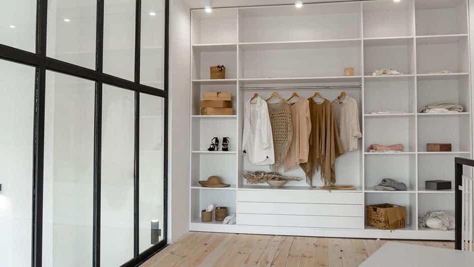 Comment poser des portes de placard seul