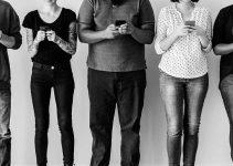 Pourriez-vous tenir un an sans smartphone contre un chèque de 90 000€ ?