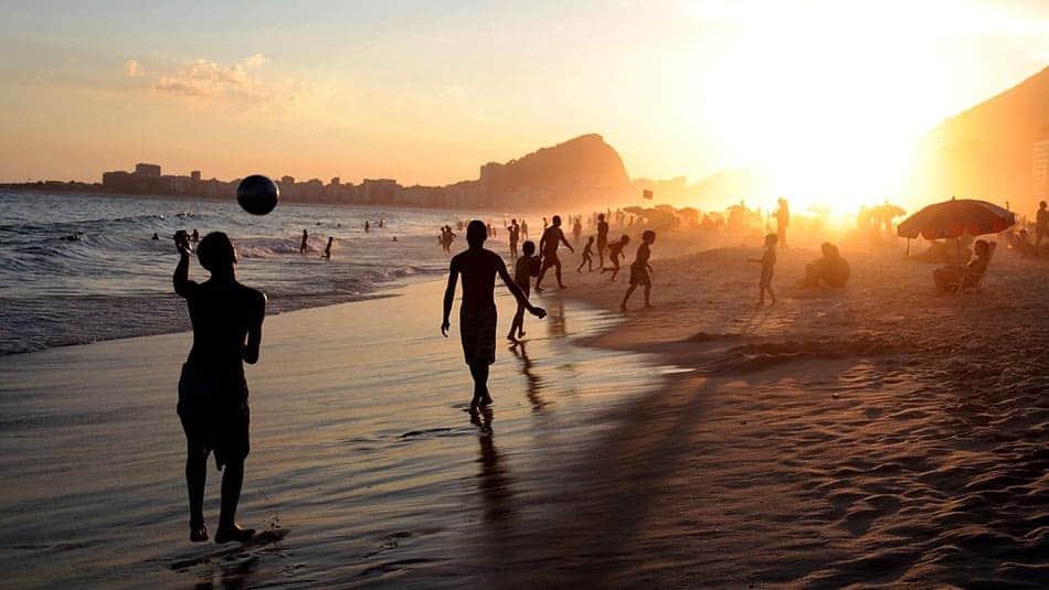 Football sur les plages du Brésil